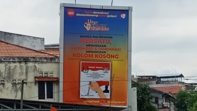 """Photo of Baliho Bergambarkan Kolom Kosong, Bertuliskan """"Membantu Sosialisasi KPUD Balikpapan, KPU Menuai Protes"""