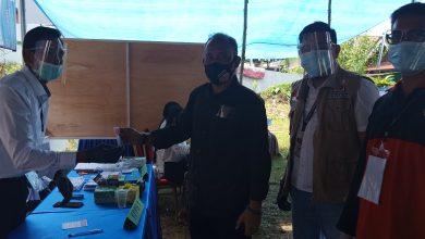 Photo of Sekretaris KPU Balikpapan, Syabrani Memberikan Hak Pilihnya Di TPS 66