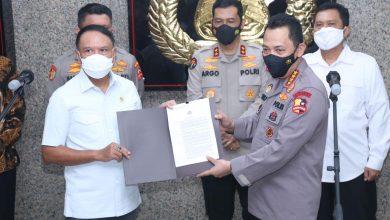 Photo of Kapolri Ingatkan Komitmen Penegakan Prokes, Kompetisi Sepak Bola di Ijinkan Bergulir.