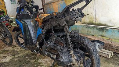 Photo of Dua Motor Hangus Terbakar, Pemilik Laporkan Kejadian Ke Pihak Berwajib