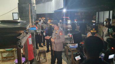 Photo of Kapolri Bagikan 1000 Peket Sembako Beserta Masker Kepada Warga Kota Solo