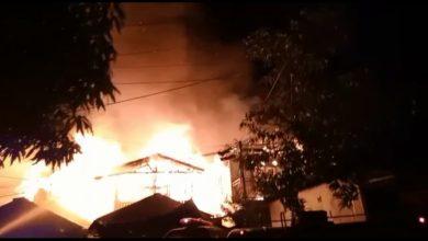 Photo of Kobaran Api Gegerkan Warga Karang Anyar, Tiga Rumah Hangus Dilahap Si Jago Merah Dalam Peristiwa Tersebut