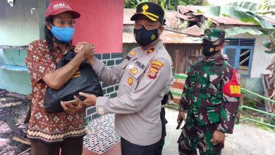 Photo of Polsek Balikpapan Barat Serahkan Bantuan Kepada Korban Kebakaran di RT 50, Kelurahan Margo Mulyo