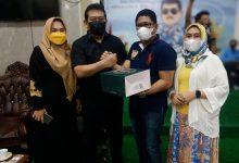 Photo of Ardiansyah Bersama Mimi Meriami Berikan Ucapan Selamat Ulang Tahun, Kepada Ketua DPRD Kota Balikpapan